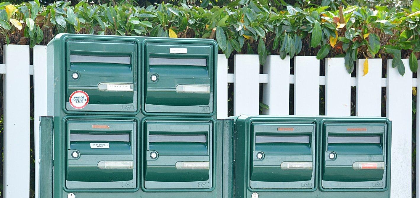 Plaques gravées de boites aux lettres